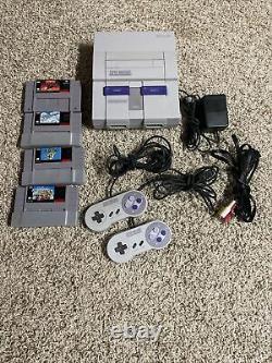Console Système Super Nintendo Snes Avec 2 Contrôleurs Oem, Câbles Et 4 Jeux