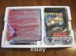 Le Système Super Nes Neuf Dans Son Emballage A Été Scellé À L'intérieur Du Toys'r Us Exclusive 1997
